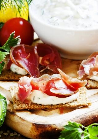 Crispy bread with cream cheese and smoked ham