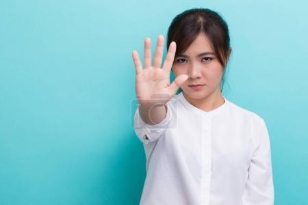 Photo pour Femme faisant stop signe - image libre de droit