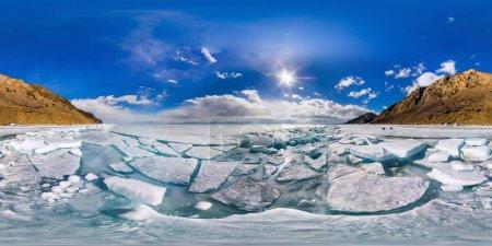 Photo pour Panorama sphérique de 360 180 degrés baïkal hummocks glace dans l'île d'Olkhon. - image libre de droit