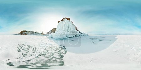 Photo pour Photographie panoramique 360 degrés 180 Cap chaman sur l'île d'Olkhon, lac Baïkal. - image libre de droit