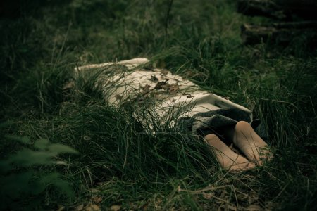 Murder victim wrapped in sheets in countryside