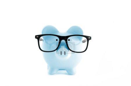 Photo pour Vue de face. Tirelire bleue dans des lunettes isolées sur blanc - image libre de droit