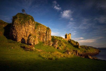 Photo pour Château de Gylen sur les falaises rocheuses, Isle de Kerrera, Écosse - image libre de droit