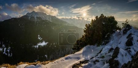 Photo pour Velky Rozsutec dans les montagnes de Mala Fatra en hiver, Slovaquie - image libre de droit