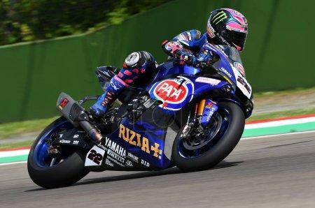 Photo pour Saint-Marin Italie - 12 mai : Alex Lowes GBR Yamaha YZF R1 Pata Yamaha Official Team SBK Rizla, en action lors de la séance de qualification Superbike le 12 mai 2017 à Imola Circuit, Italie . - image libre de droit