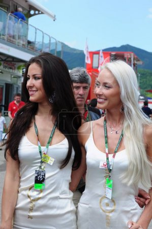 MUGELLO JUNE 2010 Grid girls