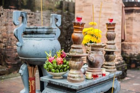 Autel de prière dans un temple bouddhiste