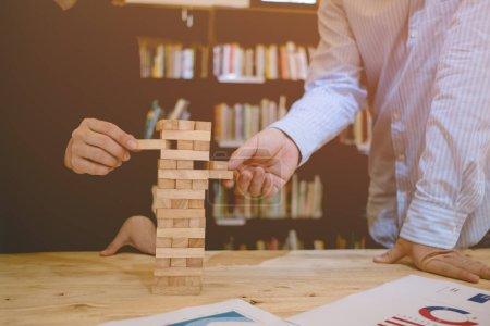 Photo pour Assurer le concept, la protection de la propriété, briques de bois - image libre de droit