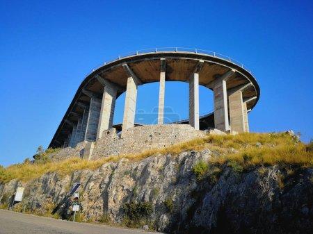 Maratea, Potenza, Basilicata, Italia  4 giugno 2017: Curva del viadotto che sale verso la cima del monte San Biagio dove  situata la  Statua del Cristo Redentore