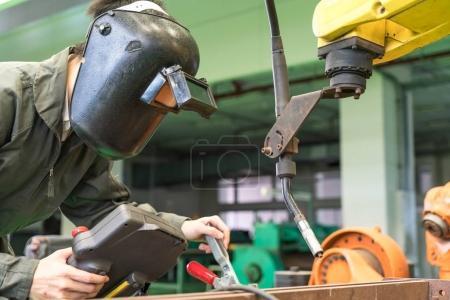 Inżynier, praca z robota maszyny