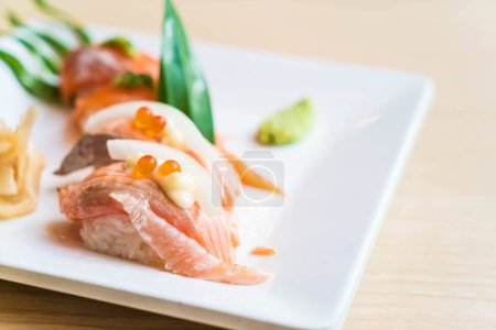 salmon raw sushi
