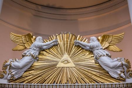 Photo pour Tous aveugles Angles Pierre tombale ancienne Architecture Rays religieux - image libre de droit