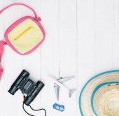 Boy cestovatel móda a doplňky na bílé backgorund