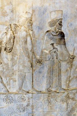 Photo pour Persépolis fondée par Darius Ier en 518 av. J.-C., était la capitale de l'Empire achéménide. Il a été construit sur une immense terrasse à moitié artificielle et naturelle, où le roi des rois a créé un impressionnant complexe palais inspiré des modèles mésopotamiens. - image libre de droit
