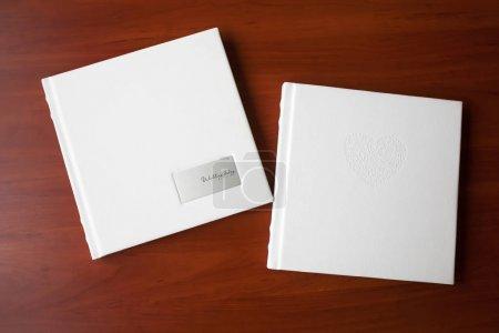Photo pour Livres photo avec une couverture de cuirette - image libre de droit