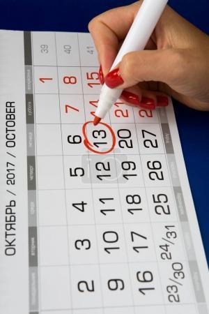 Photo pour La date du 13 octobre 2017 est indiquée sur le calendrier. Marqueur rouge . - image libre de droit
