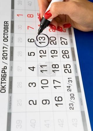 Photo pour La date du 13 octobre 2017 est indiquée sur le calendrier. Marqueur noir . - image libre de droit