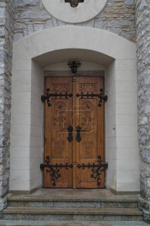 Photo pour Porte, porte d'entrée ancienne, ancien portail porte d'entrée de porte - image libre de droit
