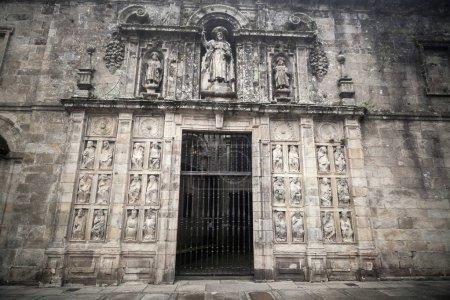 Photo pour SANTIAGO DE COMPOSTELA, ESPAGNE-10 NOVEMBRE 2015 : Détail cathédrale, porte, Puerta Santa.Santiago de Compostela, Galice, Espagne . - image libre de droit