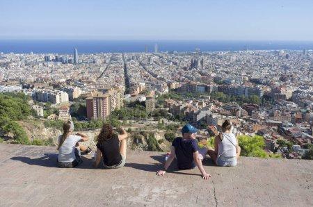 Photo pour Vue sur la ville générales d'affût de colline de Turo de la Rovira, Barcelone. - image libre de droit