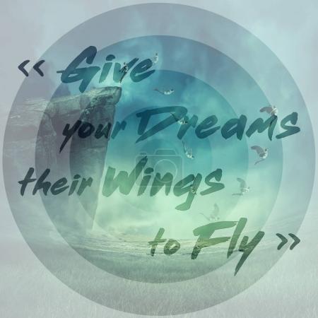 Photo pour Mots inspirants, donner vos rêves leurs ailes pour voler et un jeune garçon sautant d'une falaise, tombant vers le bas tandis que ses ailes poussent et l'aider à voler. Extase mystique et la magie de l'énergie de l'âme. - image libre de droit