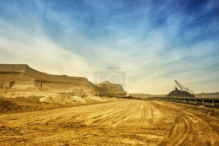 Photo pour Panorama du développement des gisements de minéraux utiles sépia - image libre de droit