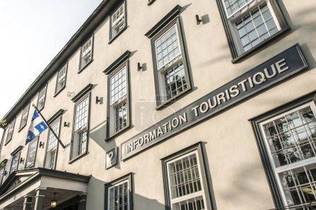 Photo pour Québec Canada Immeuble d'information touristique touristique dans la Haute-Ville avec ses nombreux édifices historiques Patrimoine mondial de l'UNESCO . - image libre de droit