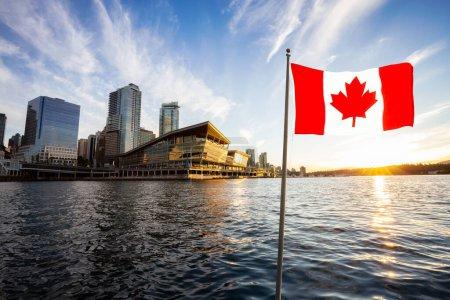 Photo pour Drapeau canadien composite avec le centre-ville moderne pendant le coucher du soleil en arrière-plan. Vancouver, Colombie-Britannique, Canada . - image libre de droit