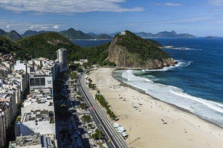 Photo pour Vue Aérienne De La Plage De Copacabana à Rio De Janeiro, Brésil - image libre de droit