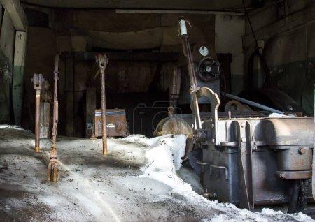 Photo pour Ancienne mine abandonnée dans la ville de Longyearbean dans l'Arctique norvégien - image libre de droit