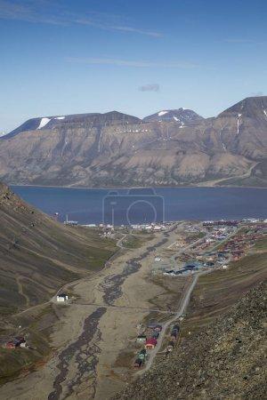 Photo pour Petite ville de Lonyearbean du glacier Trollsteinen - image libre de droit