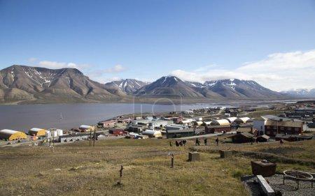 Photo pour Petite ville de Lonyearbean en Norvège arctique - image libre de droit
