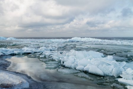 Floating and drifting ice
