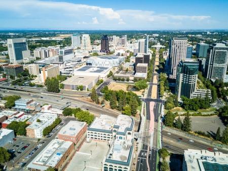 Photo pour Vue par drone du centre-ville de Sacramento - capitale de la Californie - image libre de droit