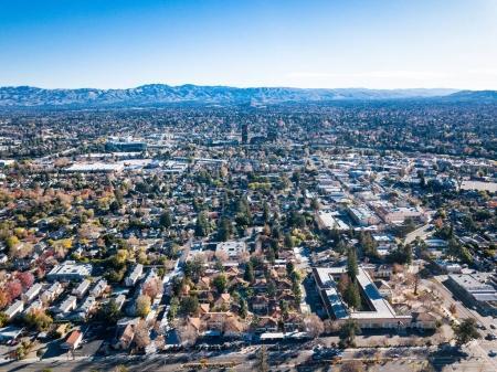 Foto de Aves foto vista de Silicon Valley en California, en San José centro, en el fondo del ojo - Imagen libre de derechos