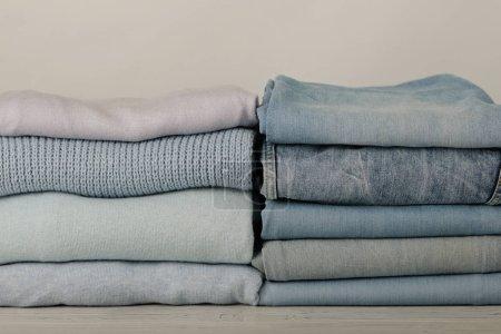 Kupie dżinsy i odzież trykotowa (swetry, szaliki, swetry)