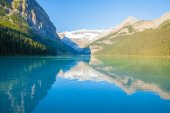 lake louise in a sunny day