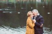 """Постер, картина, фотообои """"Красивая зрелая пара стоит возле озера"""""""