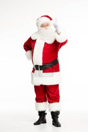 Photo pour Voir toute la longueur du père Noël pose et gesticulant isolé sur blanc - image libre de droit