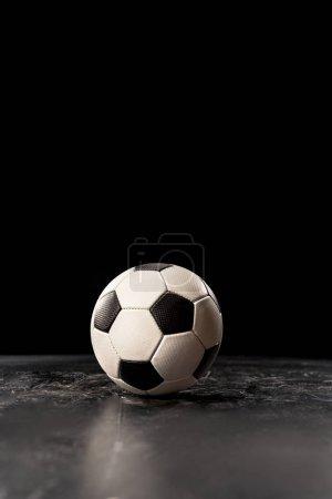 Photo pour Ballon de football unique étage noir - image libre de droit