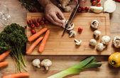 """Постер, картина, фотообои """"Человек готовит вегетарианскую пищу"""""""