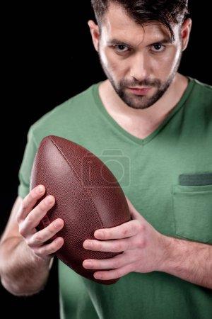 Mann mit Rugbyball