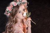 "Постер, картина, фотообои ""Девушка в венке с цветком"""
