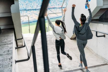 Sportswomen running to the stadium