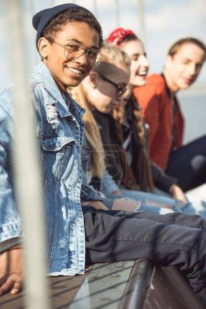 Foto de Adolescentes pasar tiempo en el parque del patín, adolescentes que se divierten concepto - Imagen libre de derechos