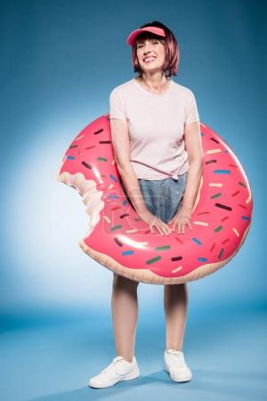woman with inflatable mattress