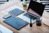 "Постер, картина, фотообои ""Ноутбук с графическим планшетом и смартфоном на столе"""