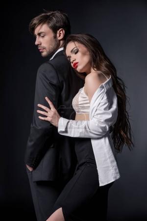 Photo pour Jeune femme sexy hugging bel homme en costume - image libre de droit