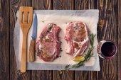"""Постер, картина, фотообои """"Сырое мясо на столе"""""""