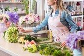 "Постер, картина, фотообои ""флорист в магазин цветов"""